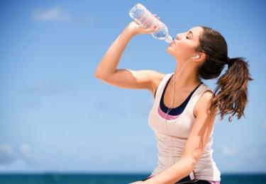 Nước - uống bao nhiêu là đủ?